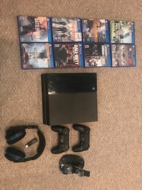 PS4 with controllers, games, headset and charger Hanover, 17331