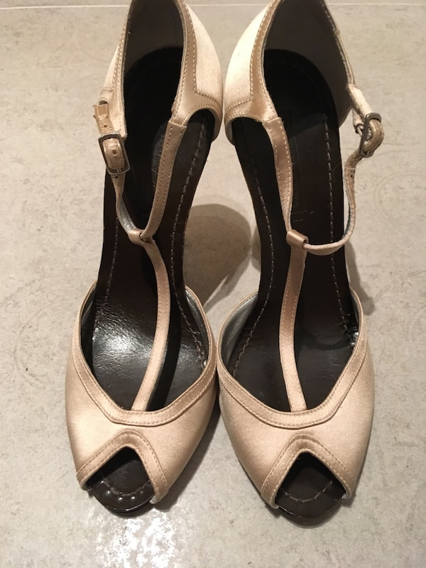 9e034ced5e3 Used Bcbg champagne satin ankle-strap heels - size 8.5 for sale in Toronto