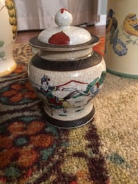 Chinese cracked glaze porcelain jar Centreville, 20121