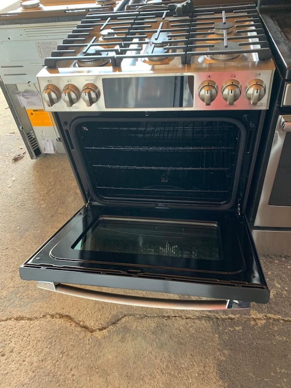 Stove for sale price negotiable c7080901-963c-483f-af10-ba36c40eb04d