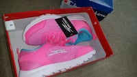Girl running shoes size 3 Brampton, L6S 4T2