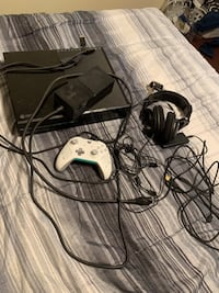 Xbox One Complete With Turtle Beaches and controller Metairie, 70006