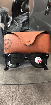 black Ray-Ban wayfarer sunglasses with case Bowie, 20721