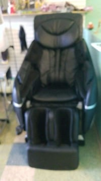 black leather padded rolling armchair Niagara Falls, L2E 4E4