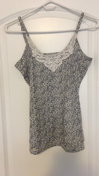 Printed white and navy blue tank with lace size small  Toronto, M3J 0G6
