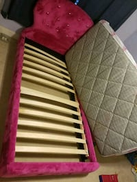 white and red bed mattress Hoover, 35216