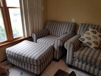 Love seat and ottoman (no pets, non smoking) Sayville