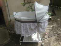 baby's white bassinet Albuquerque, 87105