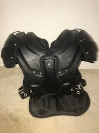 Xenith adult M shoulder pads