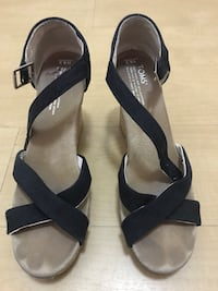 Women's black wedge Toms size 8 1/2 Arlington, 22206