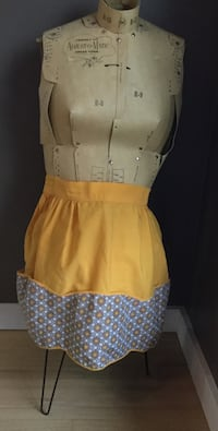 Ladies apron, 1940-50's cotton yellow/print multiple pockets Calgary, T2L 0T3
