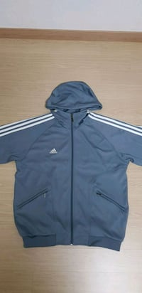 검정 및 회색 adidas zip-up jacket 11133 km