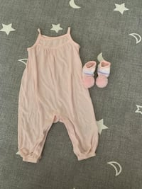 6-12 months baby girl pink outfit and Pom Pom socks  Toronto, M3N