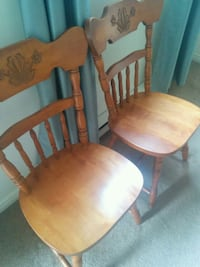 two brown wooden windsor chairs Oshawa, L1H 3G6
