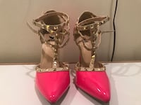 pair of pink leather pointed-toe pumps 67 km