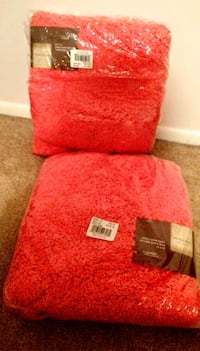 (2) Chenille Bath Rugs Manchester Township, 08759