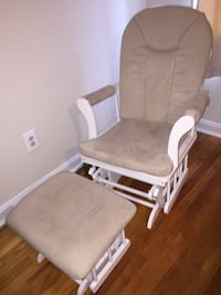 Glider Set - Rocker w/ legrest rocker - great condition - small pen mark on legrest Alexandria, 22304