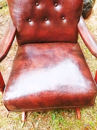 Vintage Beautiful glider leather chair Taylors, 29687