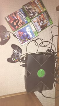 Black original xbox with controllers and games Dundas, L9H