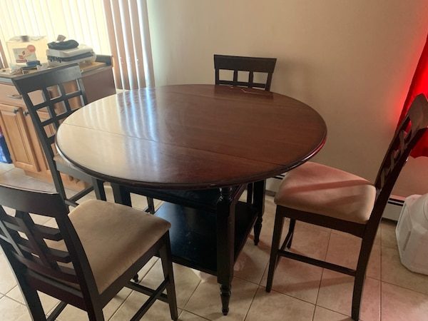 Convertible Kitchen Table with 4 counter height chairs