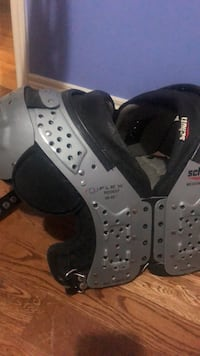 Schutt medium flex shoulder pads Mississauga, L5N 8J3