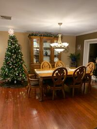 Dining room set and matching hutch Poughkeepsie, 12603