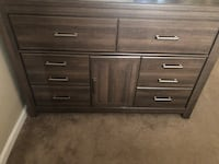 Queen bedroom set (mattresses not included) Houston, 77073