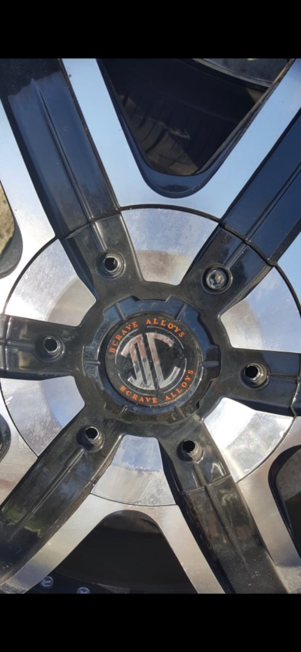22 inch rims Crave Alloy. 5 lug nuts. Some of the screws missing but rim is in good condition ab996911-366a-4902-a884-8eef8a8e7de3