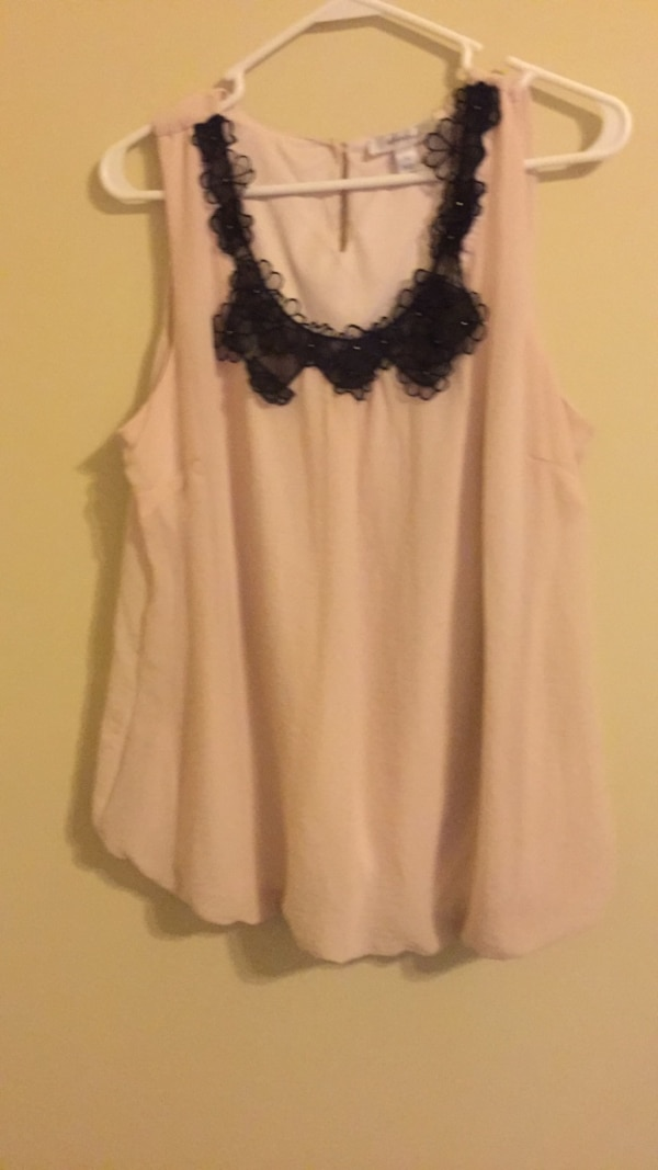women's white and black sleeveless top