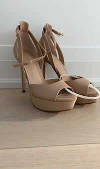 Guess platform stiletto