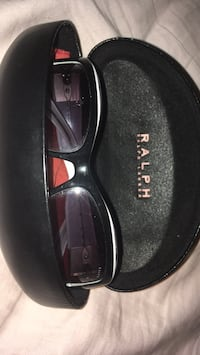 black and gray framed Gucci sunglasses with case 556 km