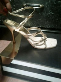 Gold heels Size 8.5 3745 km