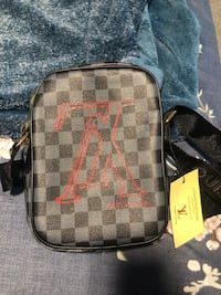 Louis Vuitton side bag/Body bag