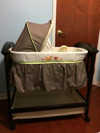 Summer infant wooden bassinet Toronto, M9V 5A1