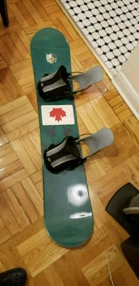 black and green snowboard with bindings 535 km