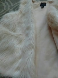 Forever 21 fuzzy cream vest perfect condition Victoria, V8T 3Y9