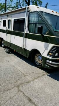 RV. 1986 Rockwood p30 Chevy chassis Gary