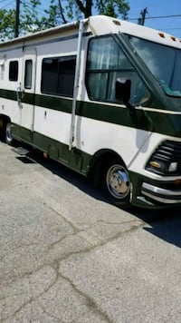 RV. 1986 Rockwood p30 Chevy chassis