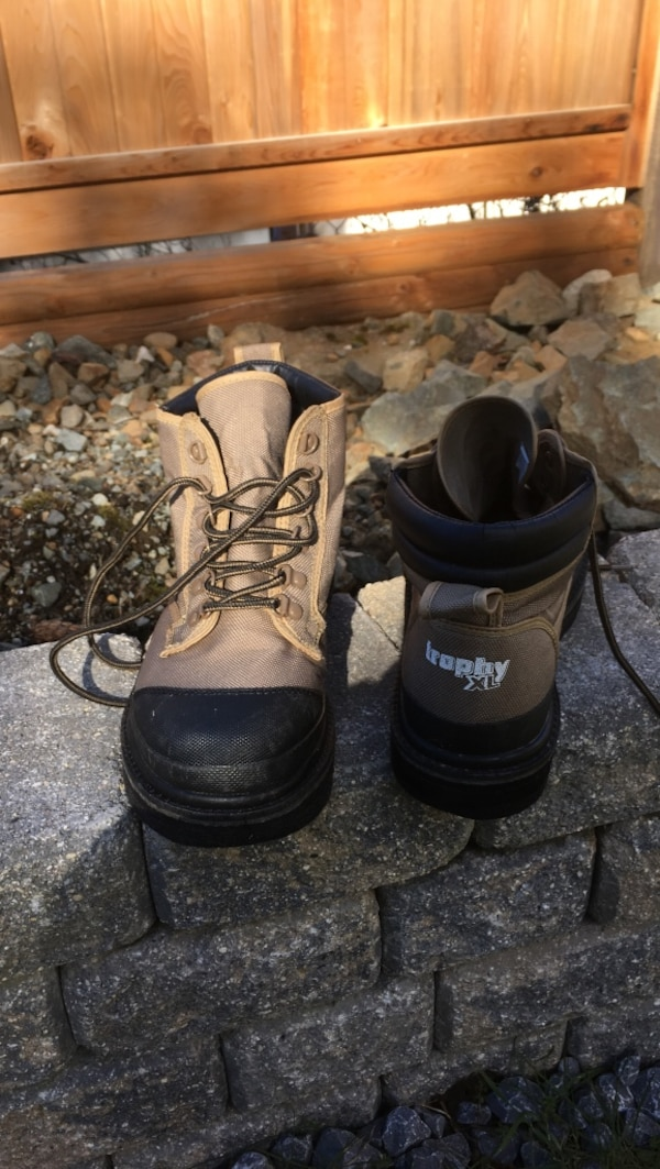 8c28e11d07f0 Used black-and-grey duck boots for sale in Nanaimo - letgo