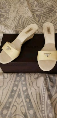 pair of white leather open-toe sandals Perth Amboy, 08861
