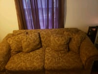 Couch good condition  Mobile, 36604