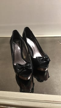 pair of black Guess leather peep-toe heels Vaughan, L4K 5G8