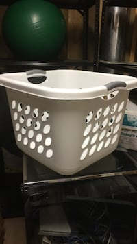 Laundry basket good condition Brookeville, 20833