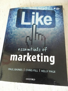 Essentials of Marketing bok