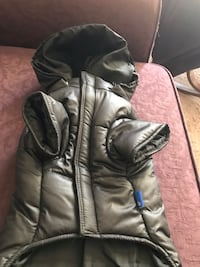 NEW dog parka with removable hood. Size large. Vancouver, 98664