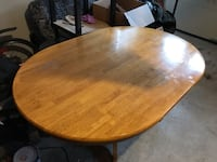 round brown wooden pedestal table Vaughan, L4L 9B1