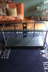 Very nice glass table. THICK GLASS!