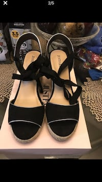 Pair of black open-toe ankle strap heels size :9 775 mi