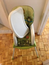 baby's green and white high chair Montréal, H1P 1A9