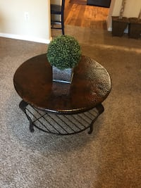 round brown wooden coffee table San Antonio, 78230